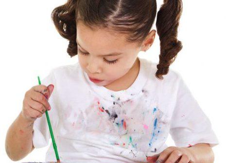 Cách tẩy vết sơn trên quần áo