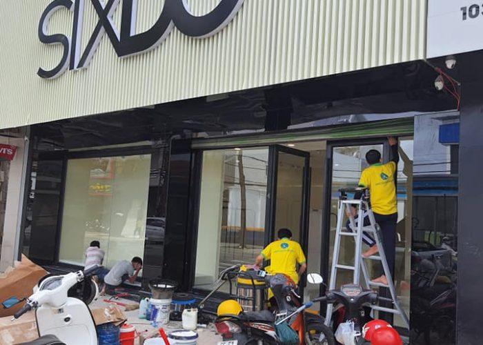 Vệ sinh sau xây dựng cửa hàng SixDo